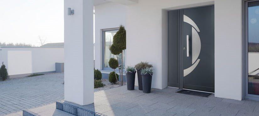Installation d'une porte d'entrée blindée de maison
